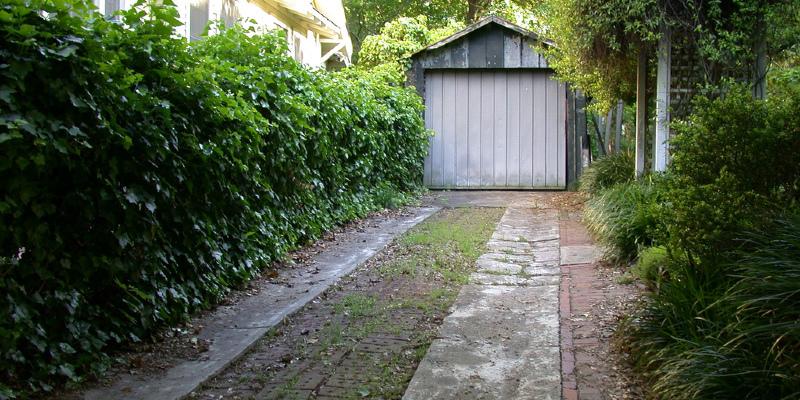 Junk-Storing Garage Becomes a Cabana Getaway