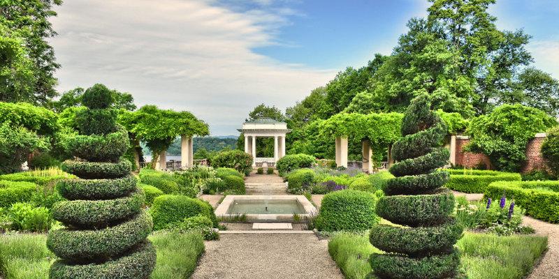 Garden Tour: Colorful, Serene Woodland Close Boston